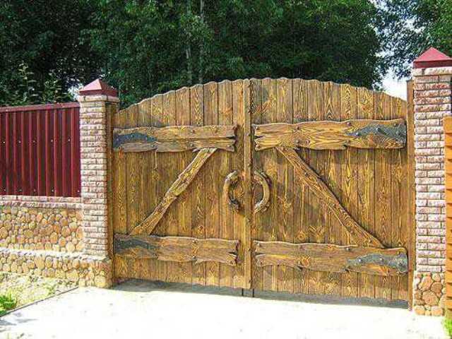 ворота и заборы деревянные для дачи